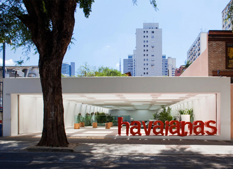 f03a219252c0 Isay Weinfeld designed the first Havaianas Store in the swanky São Paulo  City